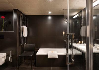 St-Alban-Hotel-&-Spa-Salle-de-bain-pour-PMR